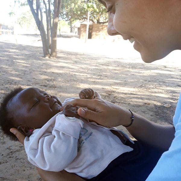 201910 Mocambique Gabriela Rodrigues Com Crianca